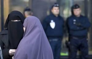 ISLAM: VIGNETTE, PARIGI SI PREPARA AL WEEK-END DI FUOCO