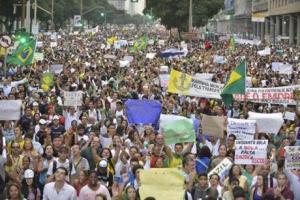 2013-06-20T211246Z_1763078969_GM1E96L0EEZ01_RTRMADP_3_BRAZIL-PROTESTS.r
